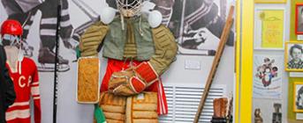 На минуточку войдём в зал хоккейного музея